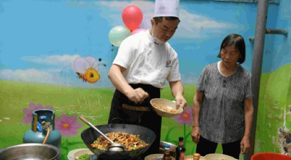 """关注""""营养的贫困"""" 美团点评黑珍珠营养午餐帮孩子们吃得更好"""